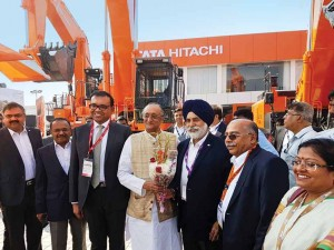 mr-amit-mitra-state-finance-minister-with-mr-sandeep-singh-md-tata-hitachi-at-tata-hitachi-stall-at-imme-2016-copy