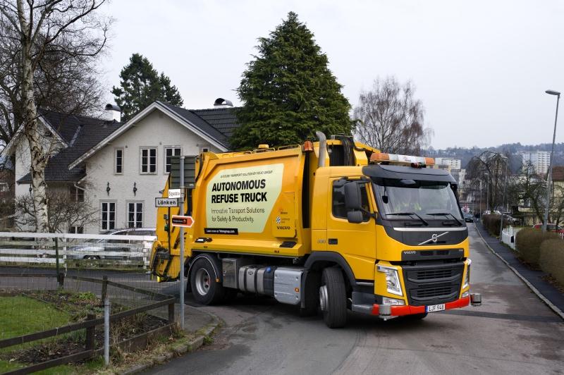 Volvo Trucks and Renova test autonomous refuse truck