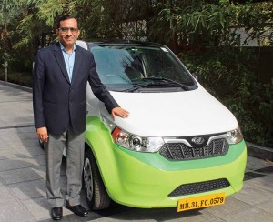 Dr. Pawan Goenka, Managing Director, M&M Ltd. with the electric car e2O Plus, at the launch of India's first Multi-Modal Electric Vehicle Project in Nagpur copy